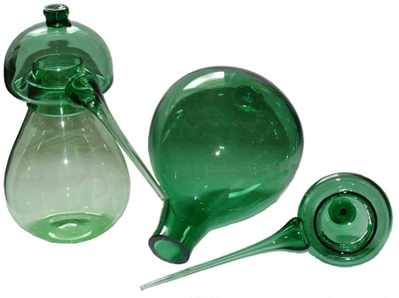 Green glas apparatus for use in homoeopathie.